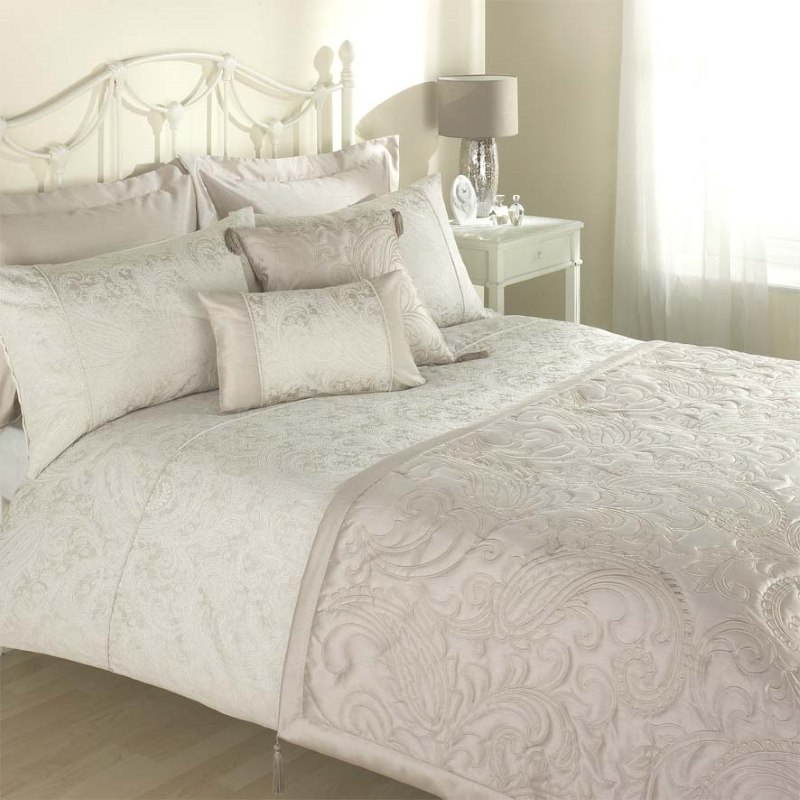 Bargain Natural Julian Charles Paisley Bedding Stockists