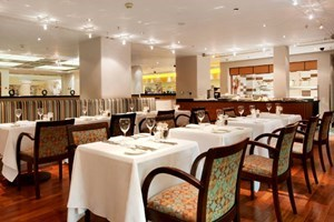 Bargain Three Course Meal with Fizz at Hilton London Paddington Stockists